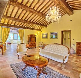 5 Bedroom Villa with Pool near Gubbio in Umbria, Sleeps 10